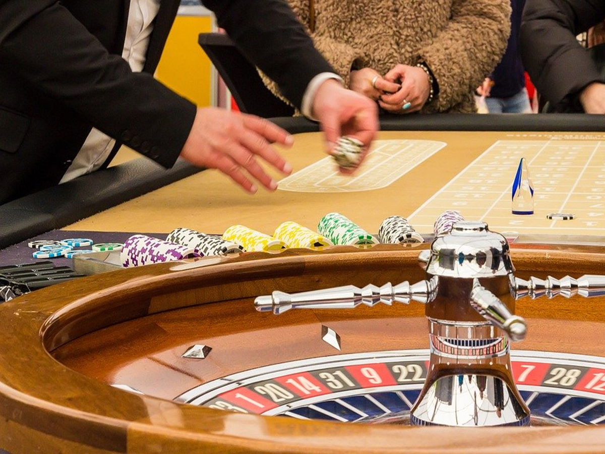 How Online Casinos Profit and Make Money from Gamblers